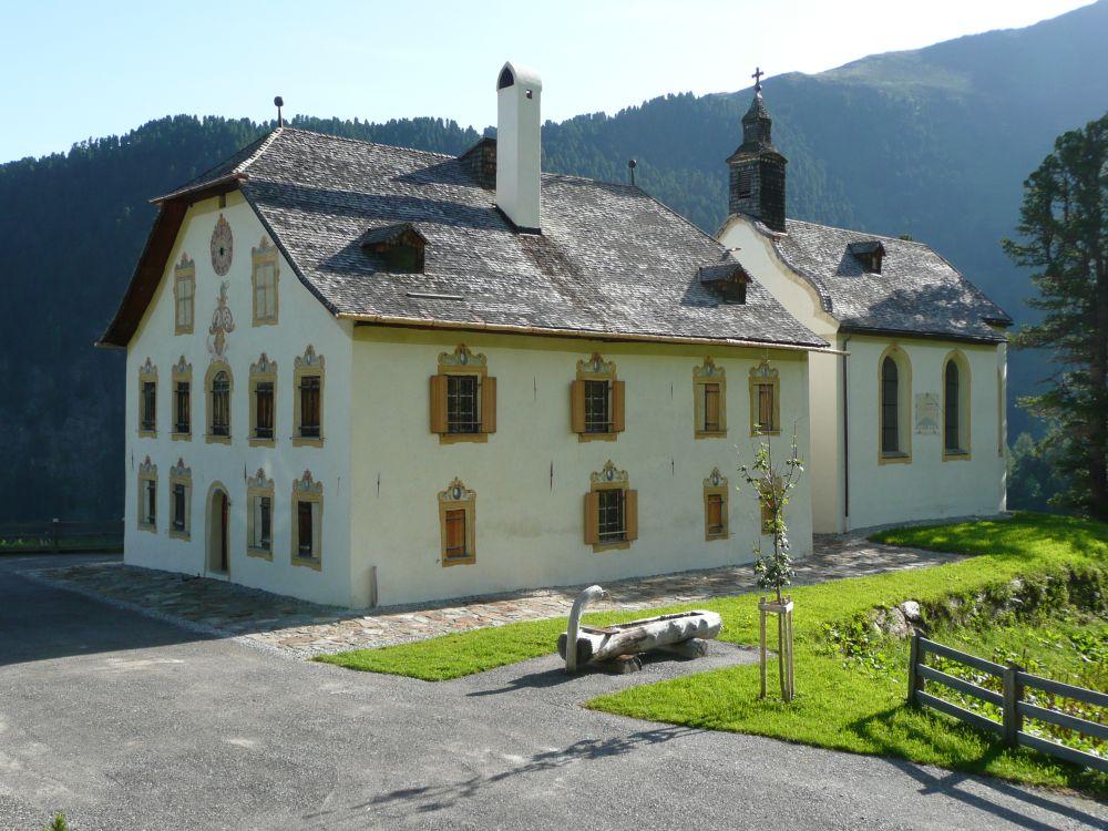 Die frisch renovierten Gebäude auf der Stamser Alm.